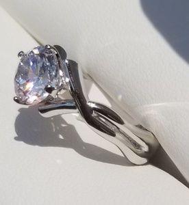Beautiful Swarvowski Ring Size 7